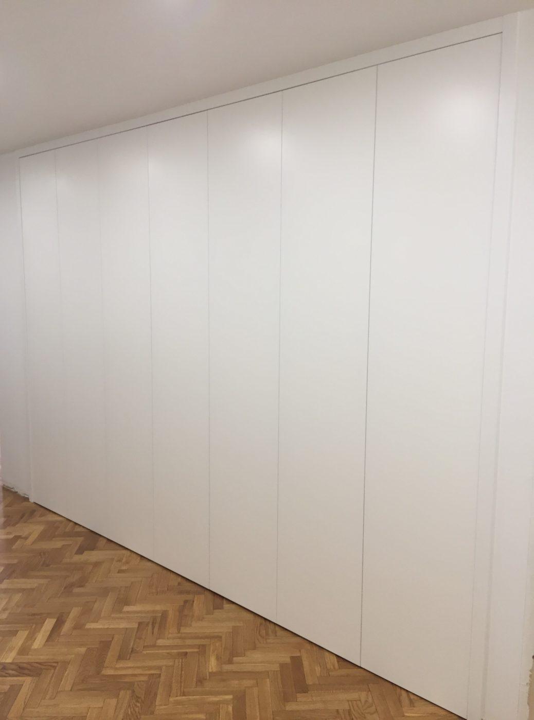 Armario dise o liso armarios empotrados segra - Lacar puertas en blanco precio ...