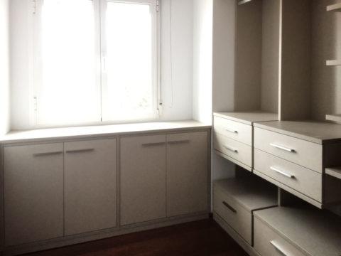Vestidor en habitación pequeña